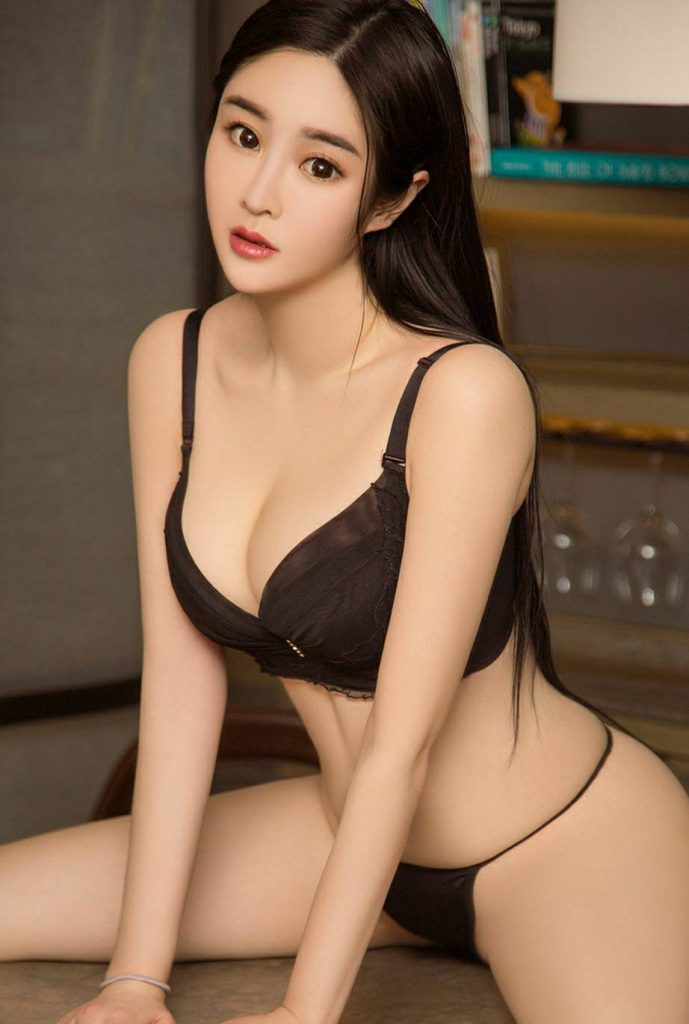 cool Chinese glamour in lingerie